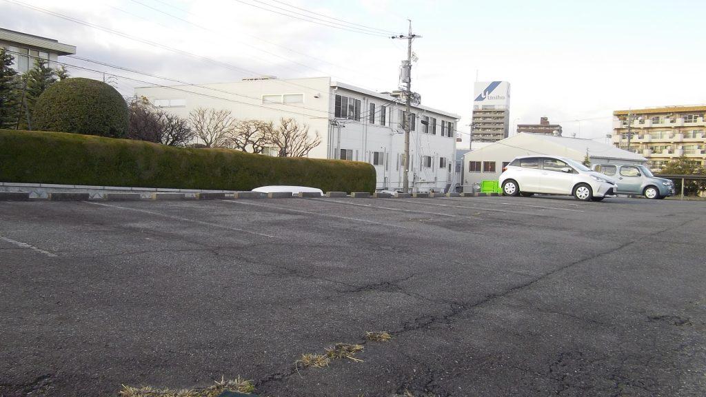 駐車場清掃(草刈)